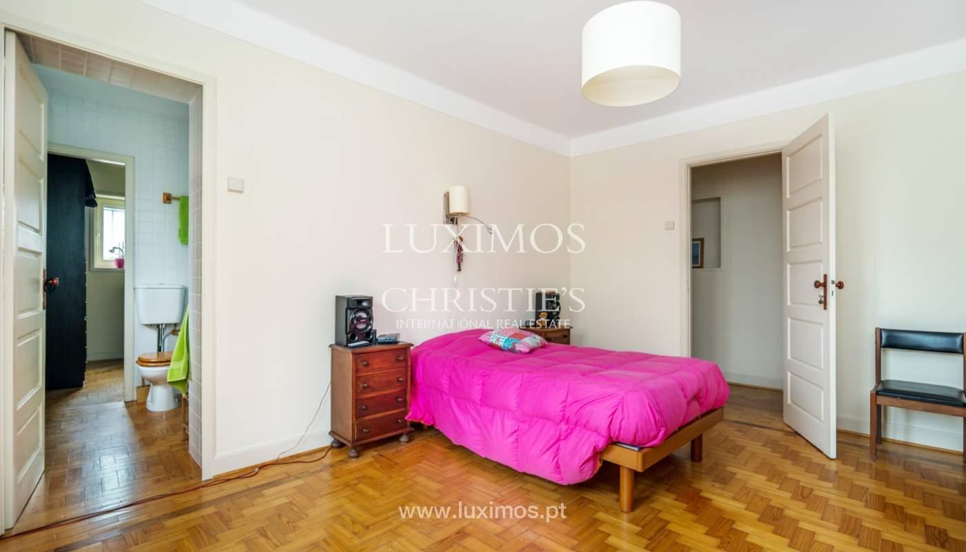 Verkauf von klassischen Stadthaus mit 3 Fronten und Garten, Porto, Portugal_100971