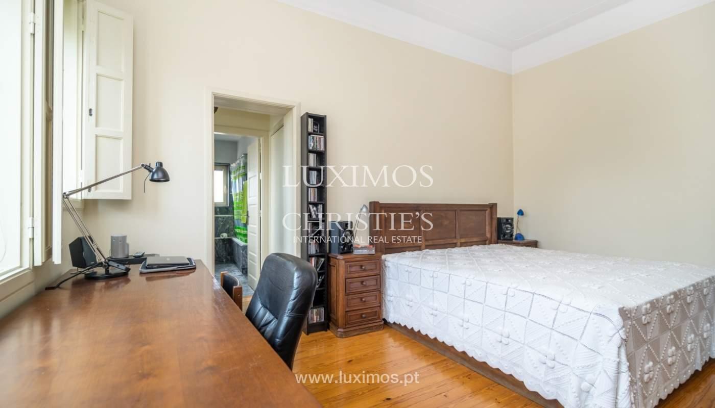 Verkauf von klassischen Stadthaus mit 3 Fronten und Garten, Porto, Portugal_100977