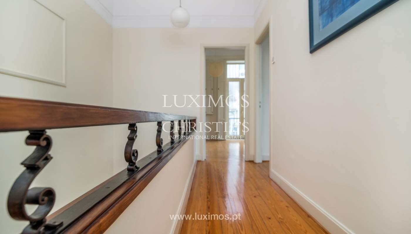 Verkauf von klassischen Stadthaus mit 3 Fronten und Garten, Porto, Portugal_100979
