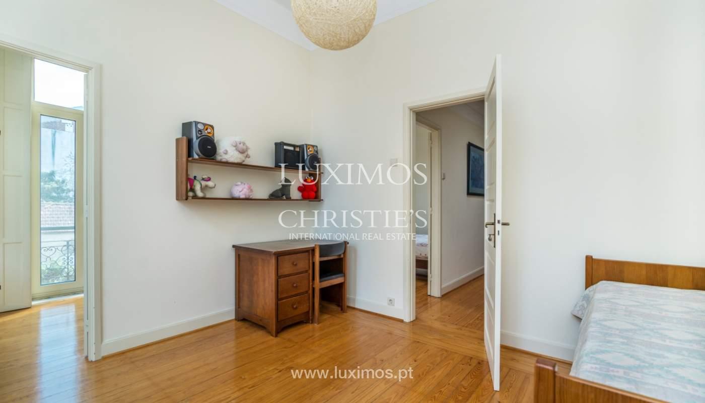 Verkauf von klassischen Stadthaus mit 3 Fronten und Garten, Porto, Portugal_100982