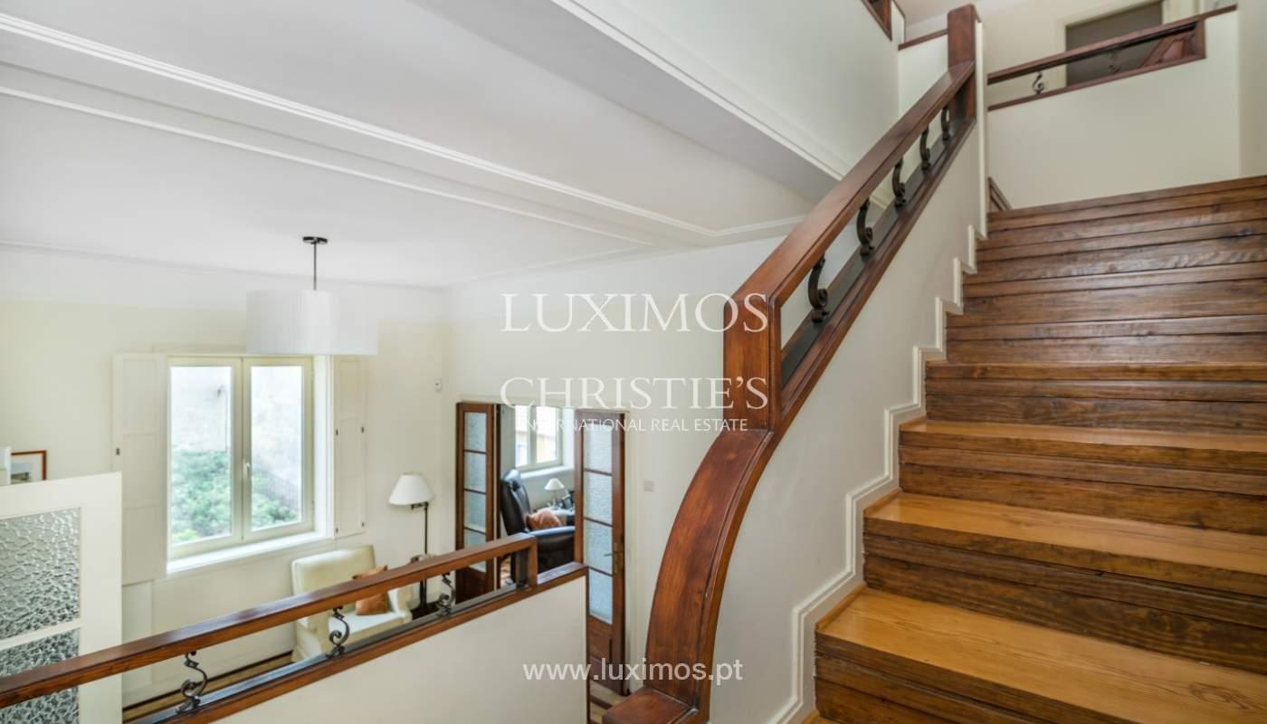 Verkauf von klassischen Stadthaus mit 3 Fronten und Garten, Porto, Portugal_100986