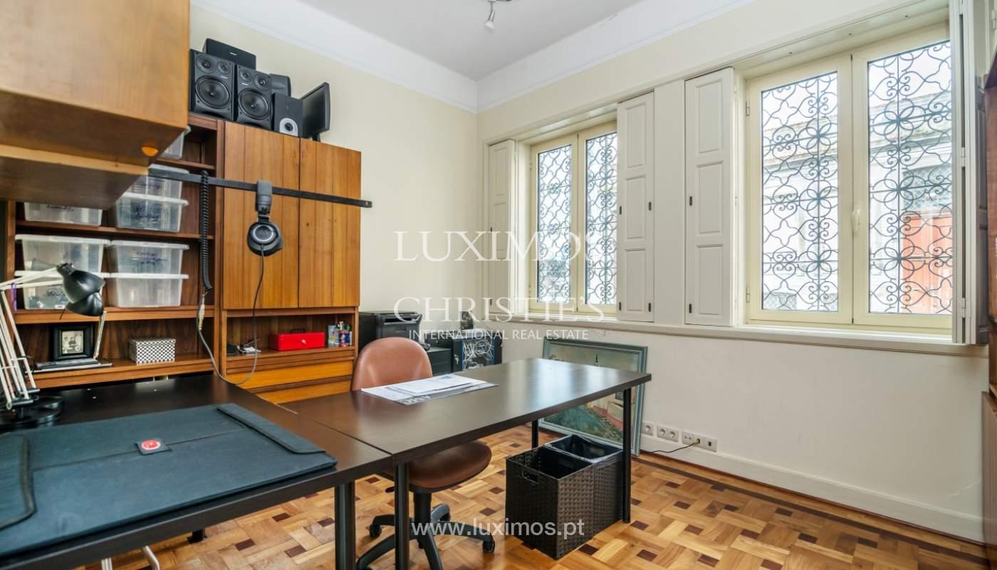 Verkauf von klassischen Stadthaus mit 3 Fronten und Garten, Porto, Portugal_100988
