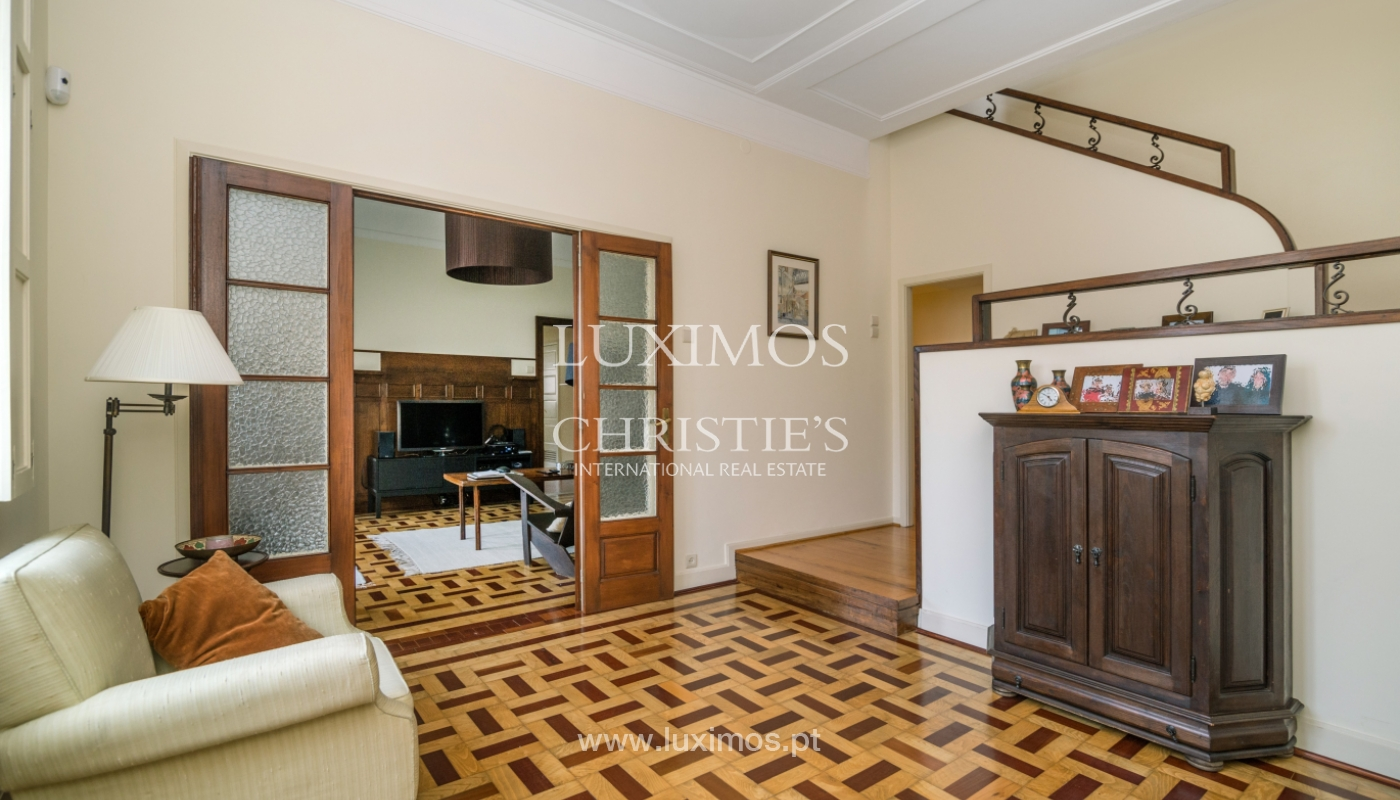 Verkauf von klassischen Stadthaus mit 3 Fronten und Garten, Porto, Portugal_100990