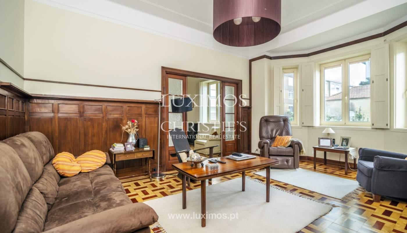 Verkauf von klassischen Stadthaus mit 3 Fronten und Garten, Porto, Portugal_100992