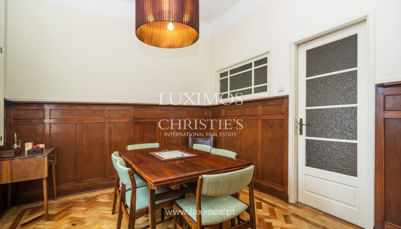 Verkauf von klassischen Stadthaus mit 3 Fronten und Garten, Porto, Portugal_100995