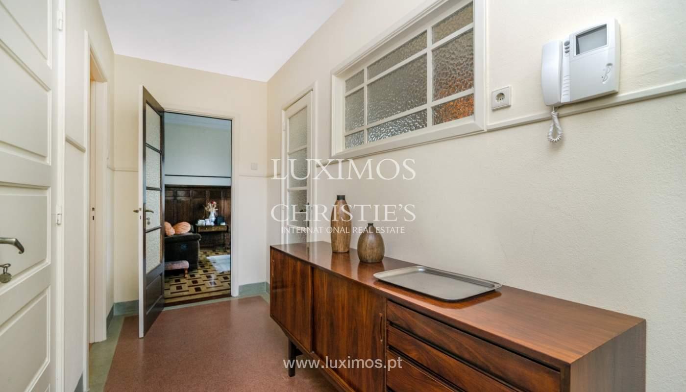 Verkauf von klassischen Stadthaus mit 3 Fronten und Garten, Porto, Portugal_101000