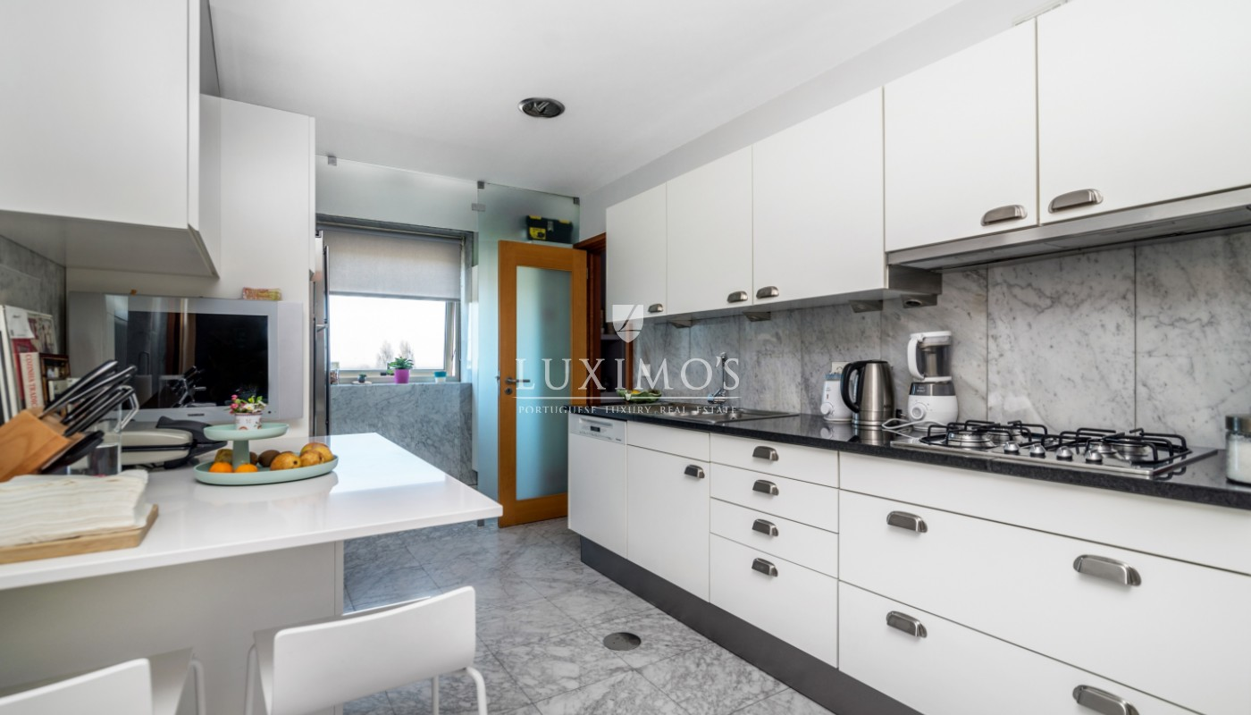 Sale of apartment with ocean views, next to city park, Porto, Portugal_101058