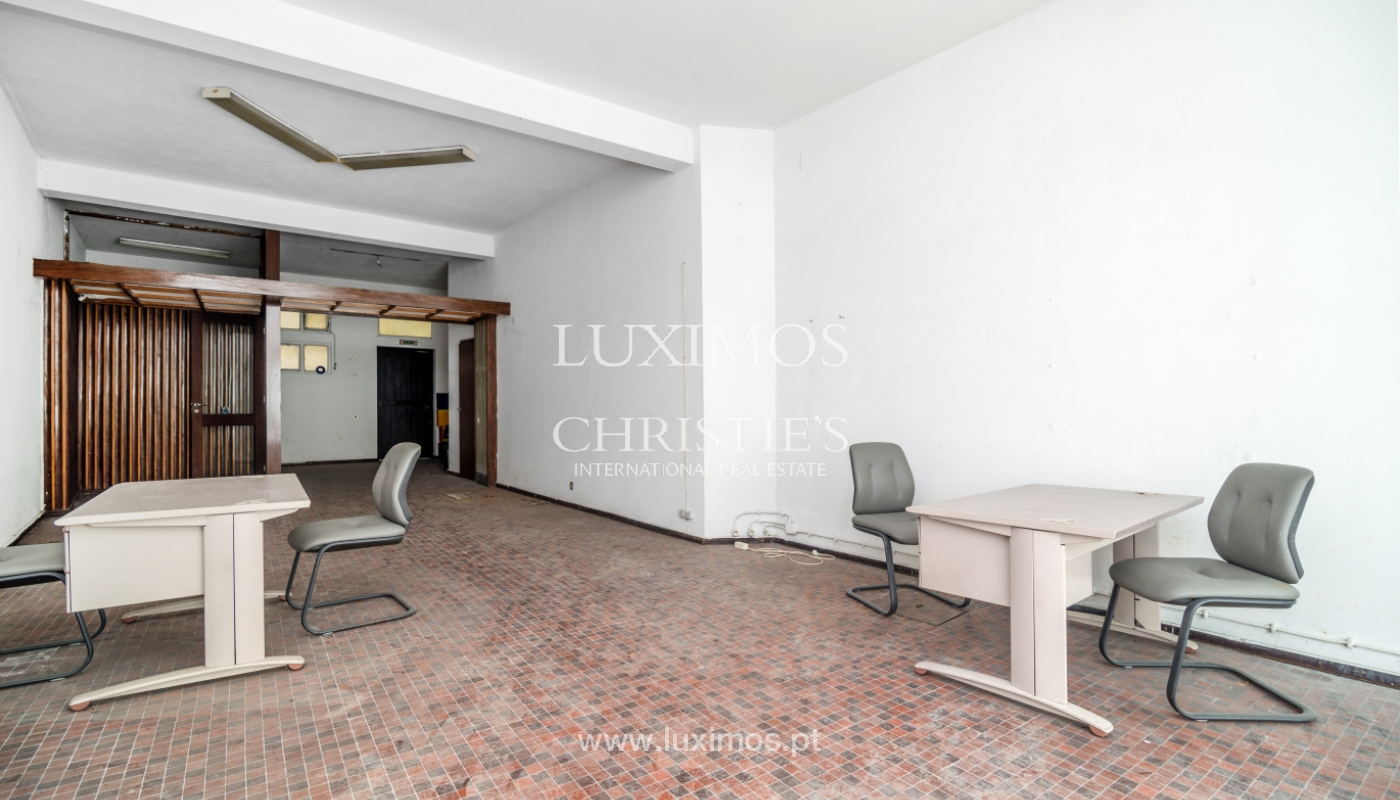 Sale of building with commercial and living area, Porto, Portugal_101116