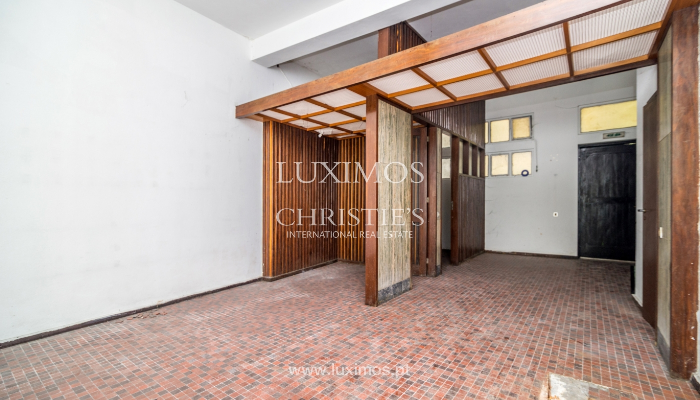 Sale of building with commercial and living area, Porto, Portugal_101117
