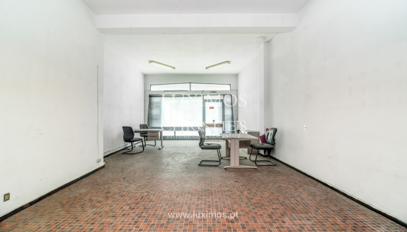 Sale of building with commercial and living area, Porto, Portugal_101118