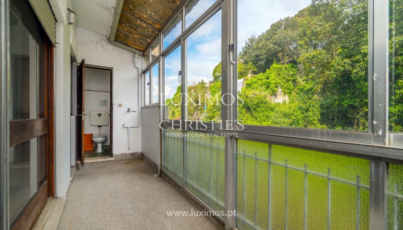 Sale of building with commercial and living area, Porto, Portugal_101126