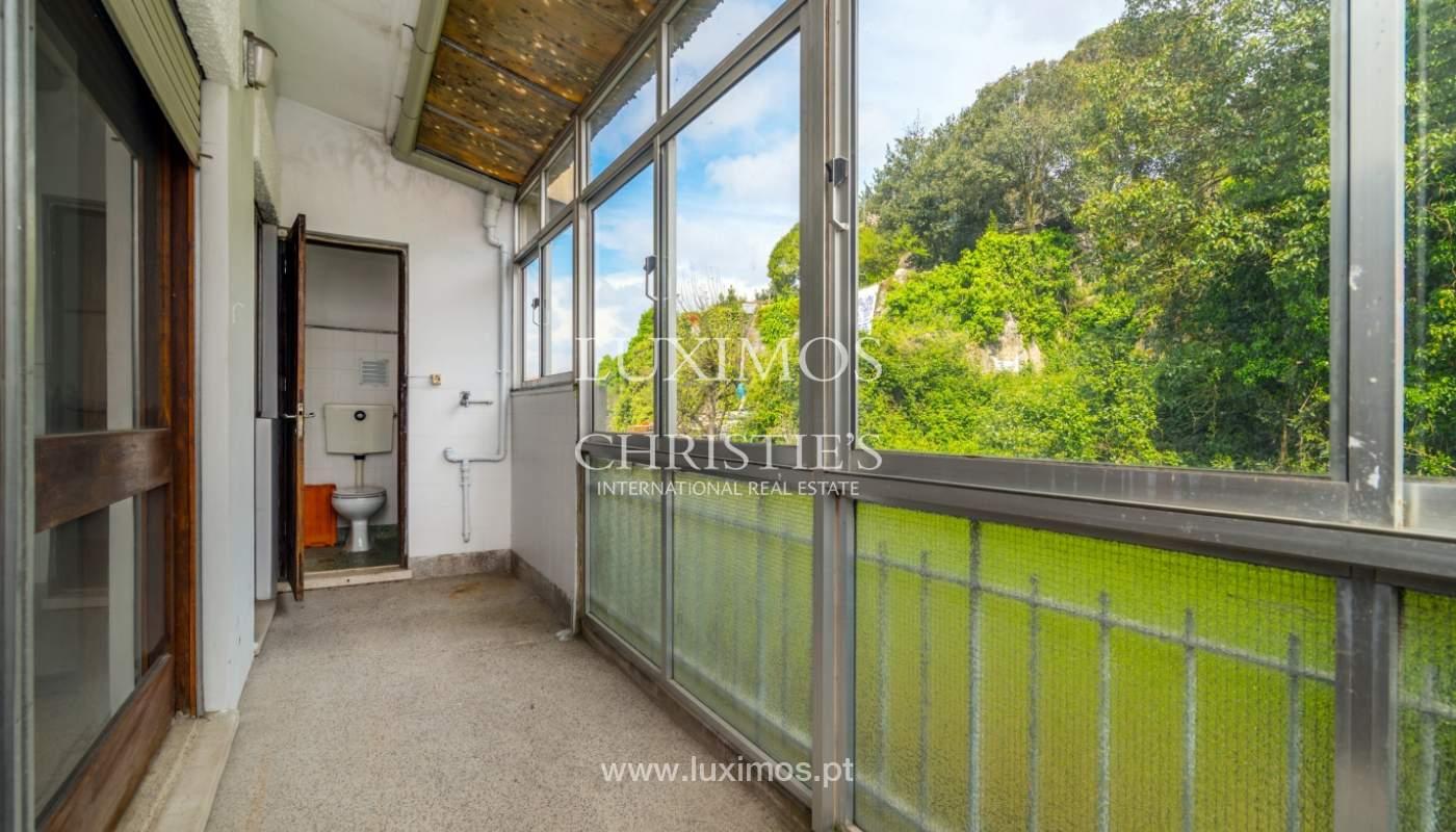 Venda de prédio com espaço comercial e habitacional, Porto_101126