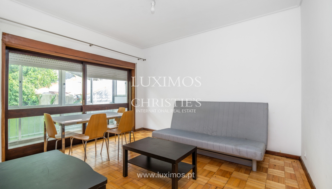 Sale of building with commercial and living area, Porto, Portugal_101128