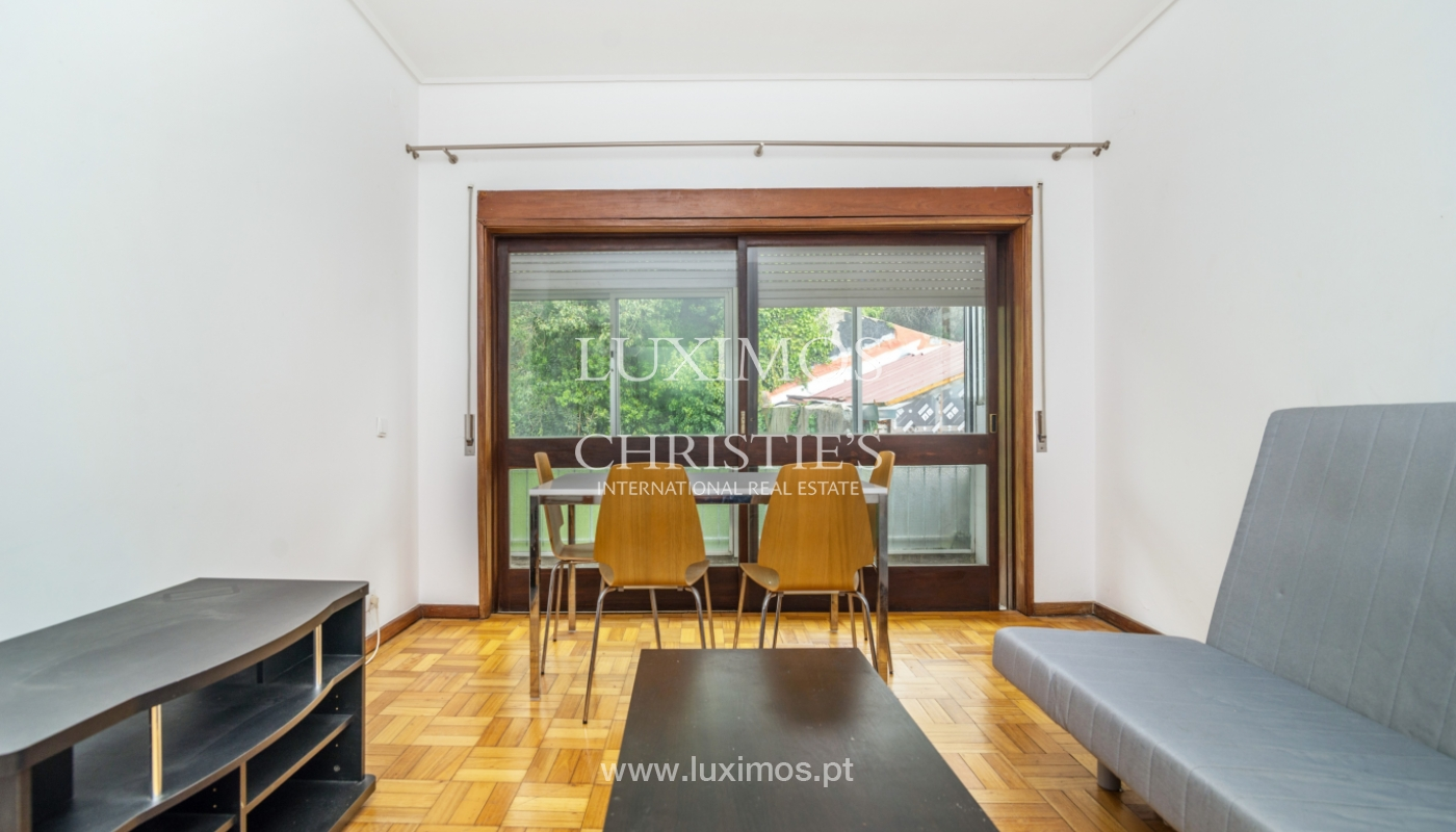 Sale of building with commercial and living area, Porto, Portugal_101129