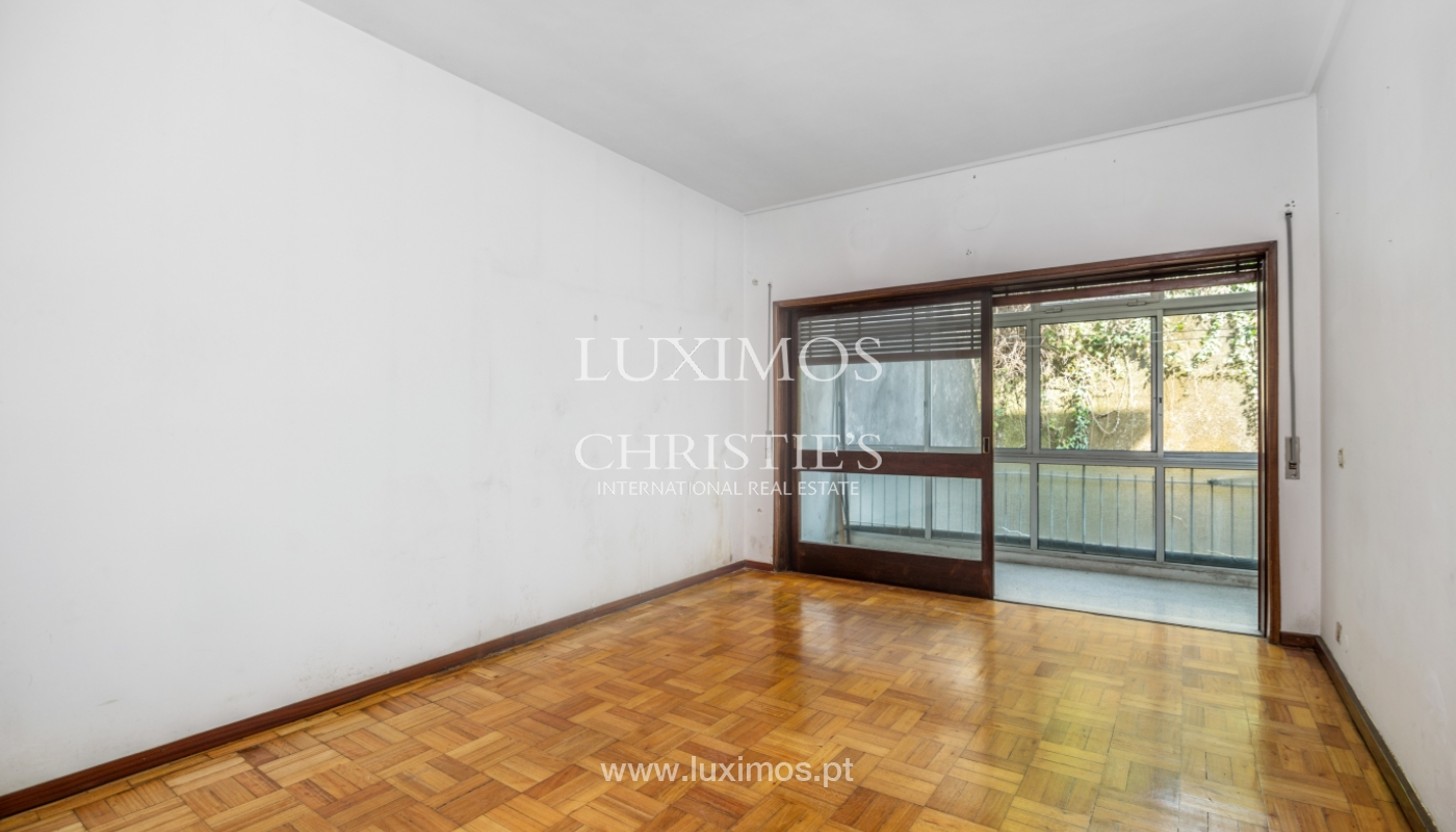 Sale of building with commercial and living area, Porto, Portugal_101130