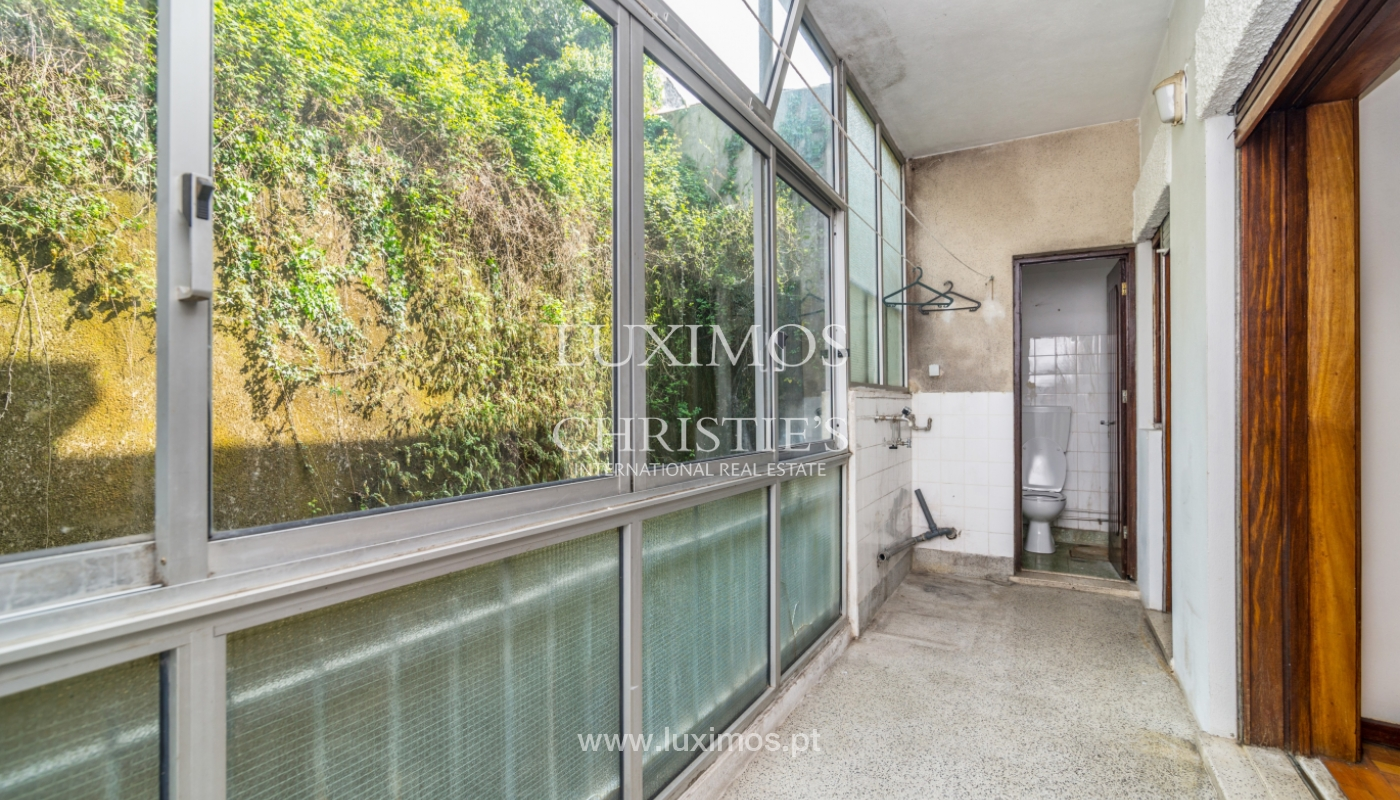 Sale of building with commercial and living area, Porto, Portugal_101133