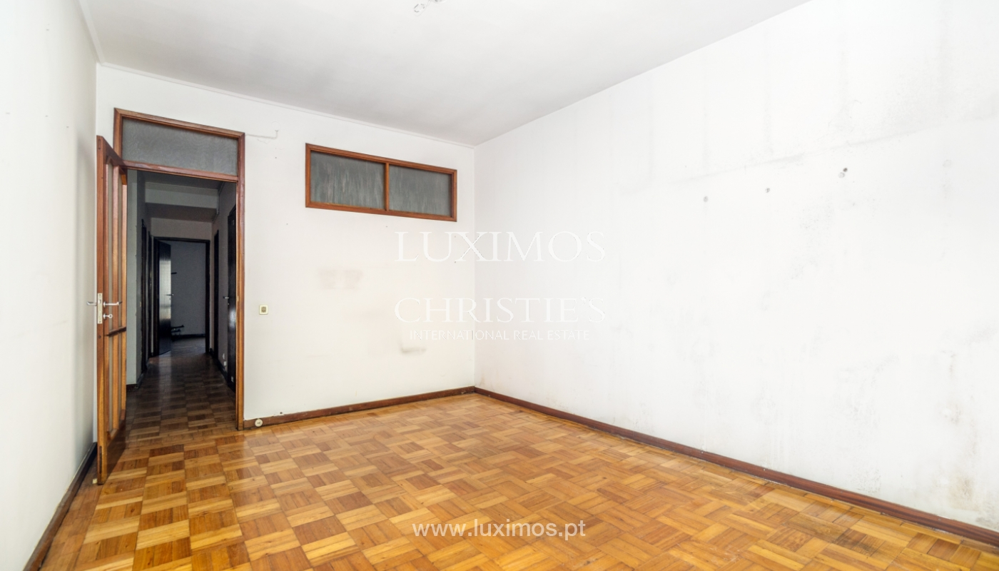 Sale of building with commercial and living area, Porto, Portugal_101134