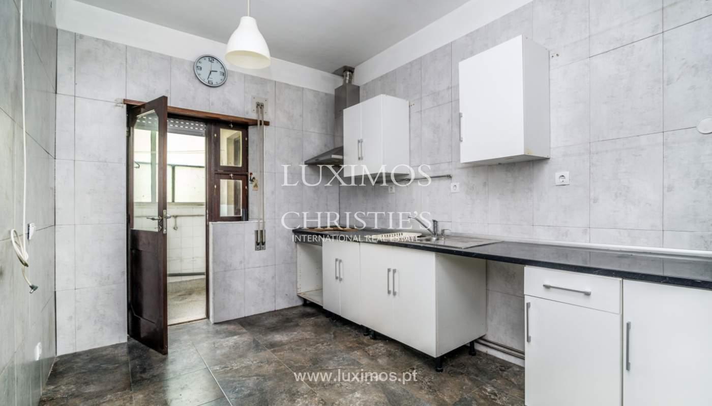 Bâtiment avec local commercial et du logement, Porto, Portugal_101136