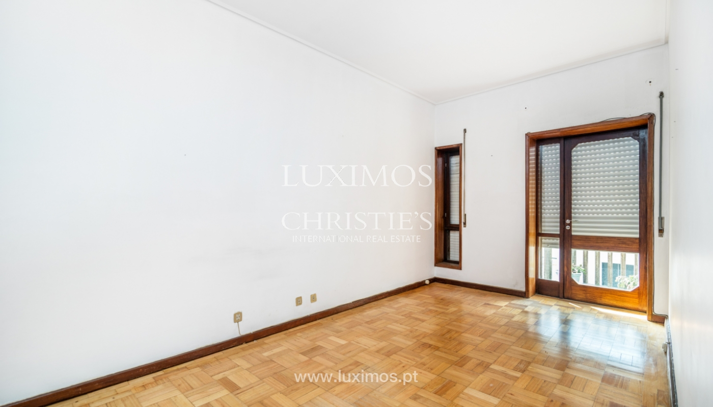Sale of building with commercial and living area, Porto, Portugal_101141