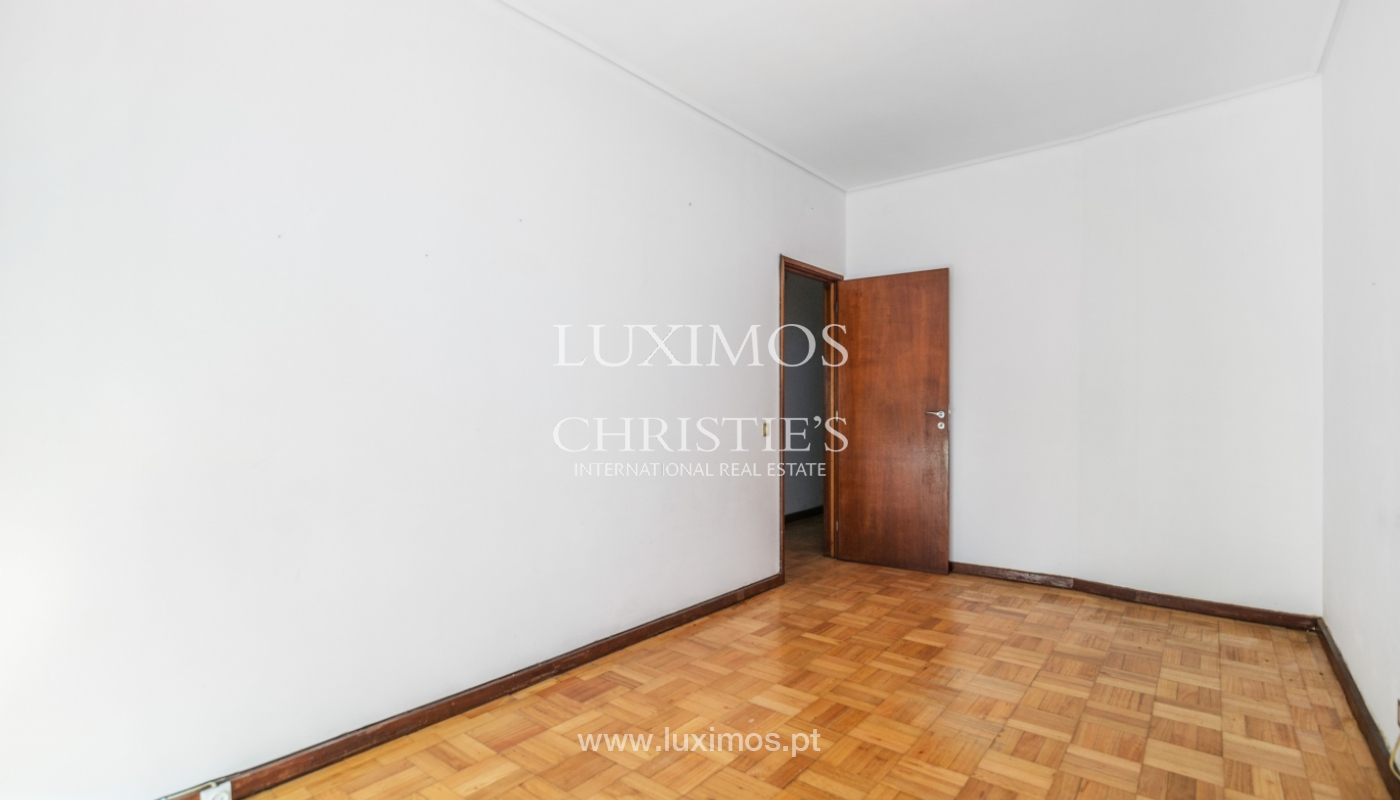 Sale of building with commercial and living area, Porto, Portugal_101142