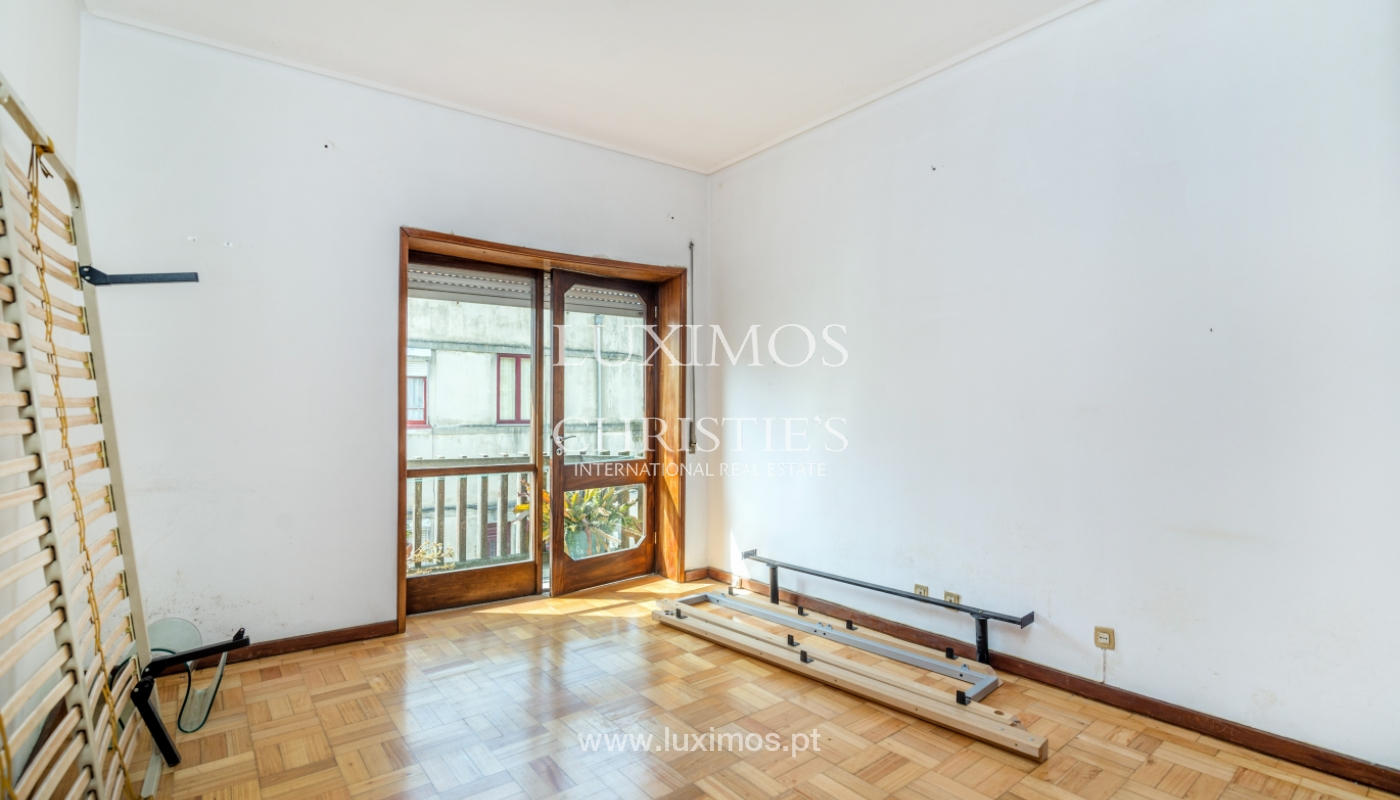 Sale of building with commercial and living area, Porto, Portugal_101143