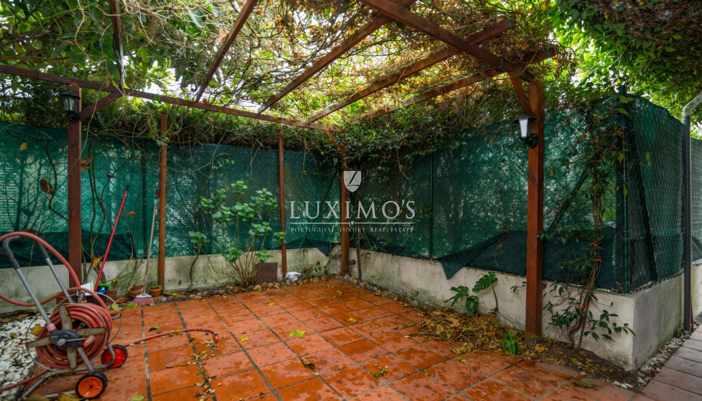 Sale of house with garden, in noble location, Foz do Douro, Portugal_101181