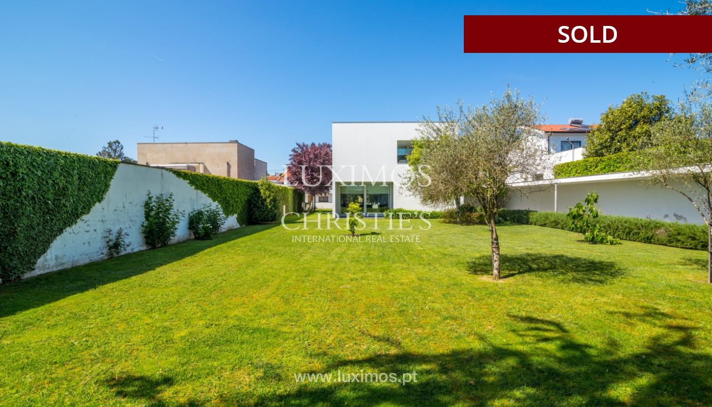 Sale of modern villa with large garden, Paredes, Portugal_102604