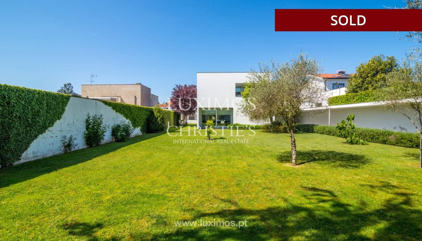 Venda de moradia moderna com amplo jardim, Paredes_102604