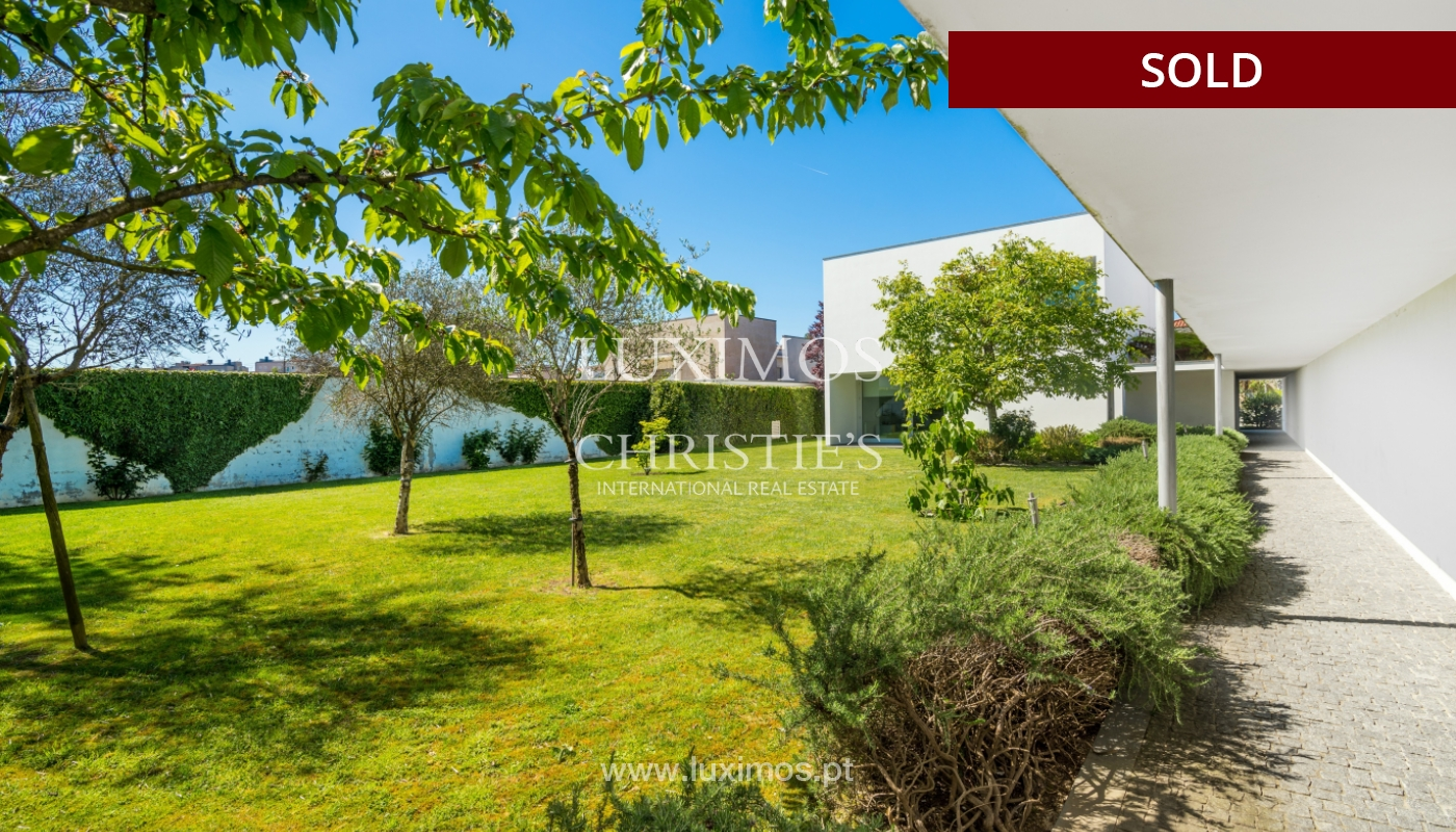 Sale of modern villa with large garden, Paredes, Portugal_102606