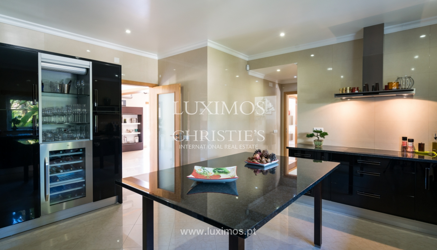 Sale of luxury villa with pool in Alvor, Algarve, Portugal_102652