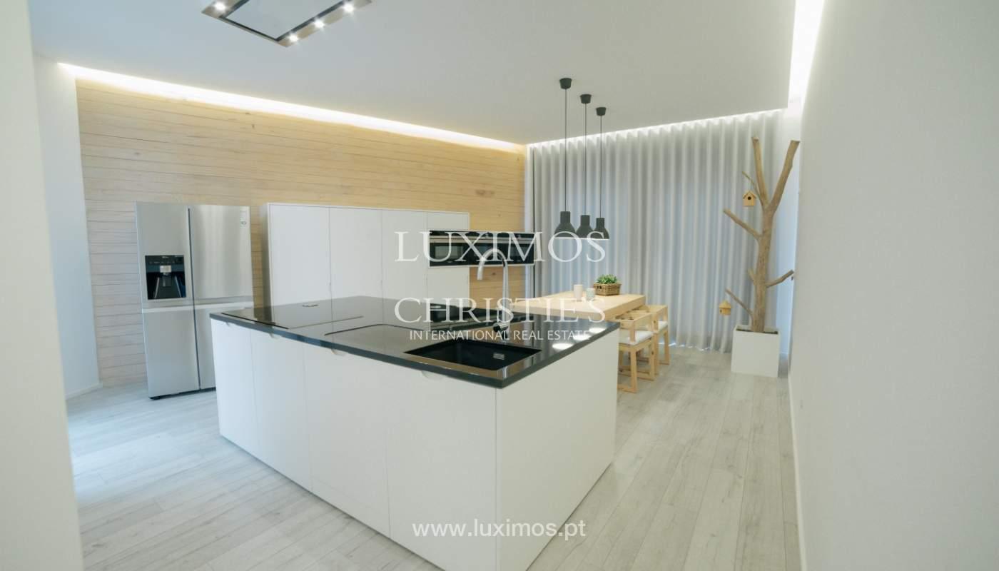 Maison de 3 étages, avec terrasse, à vendre au Porto, Portugal_104274