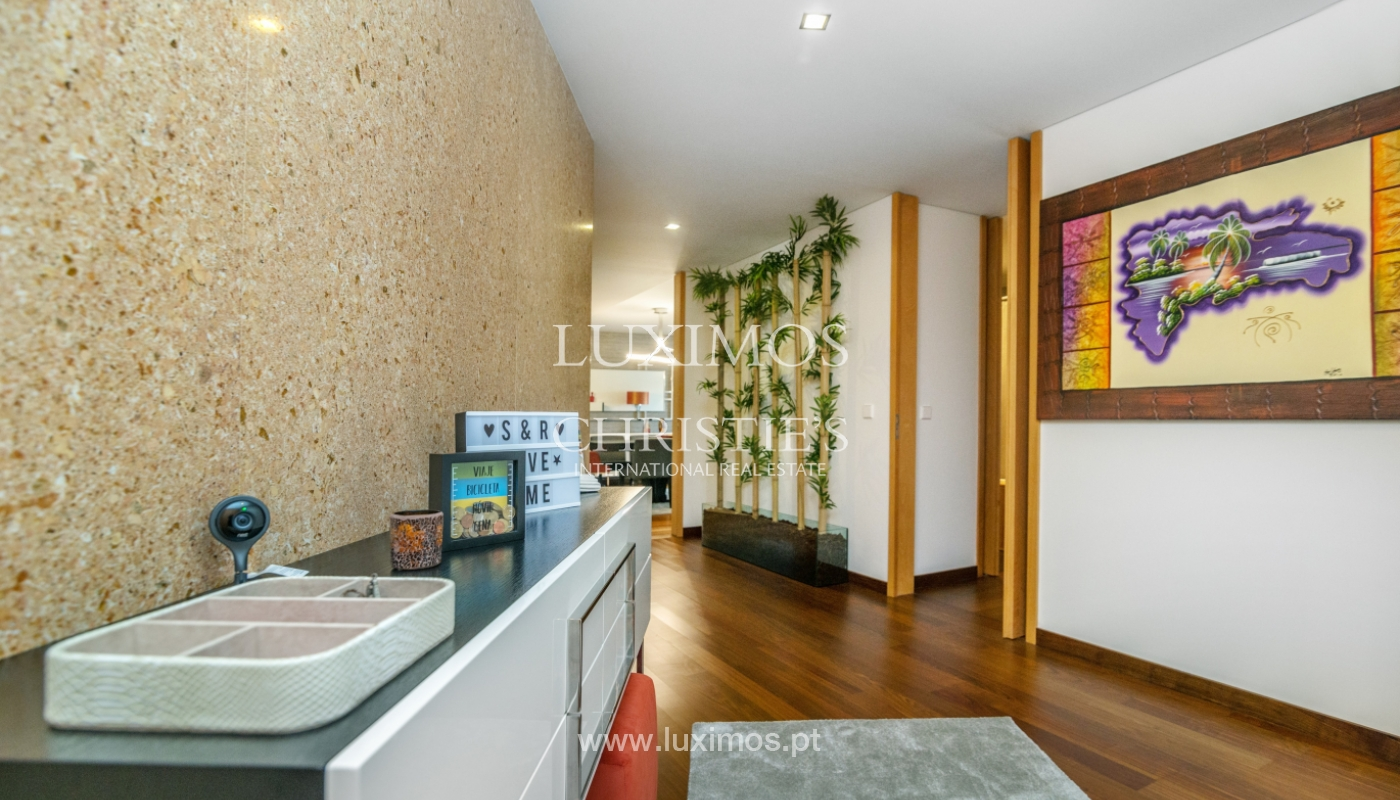 The sale of a luxury apartment with a balcony and a view of the river, the Harbor_104490