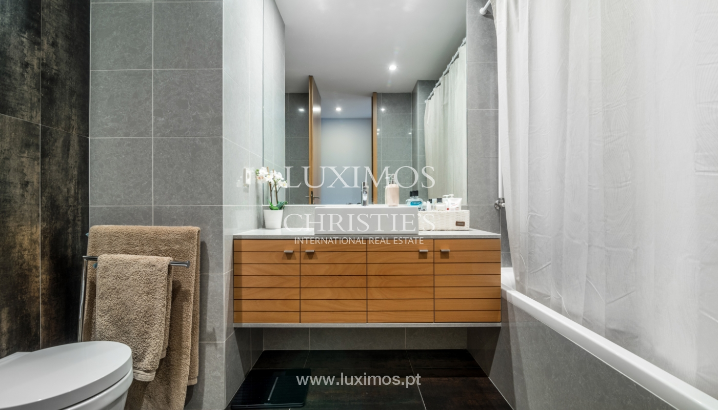 The sale of a luxury apartment with a balcony and a view of the river, the Harbor_104493