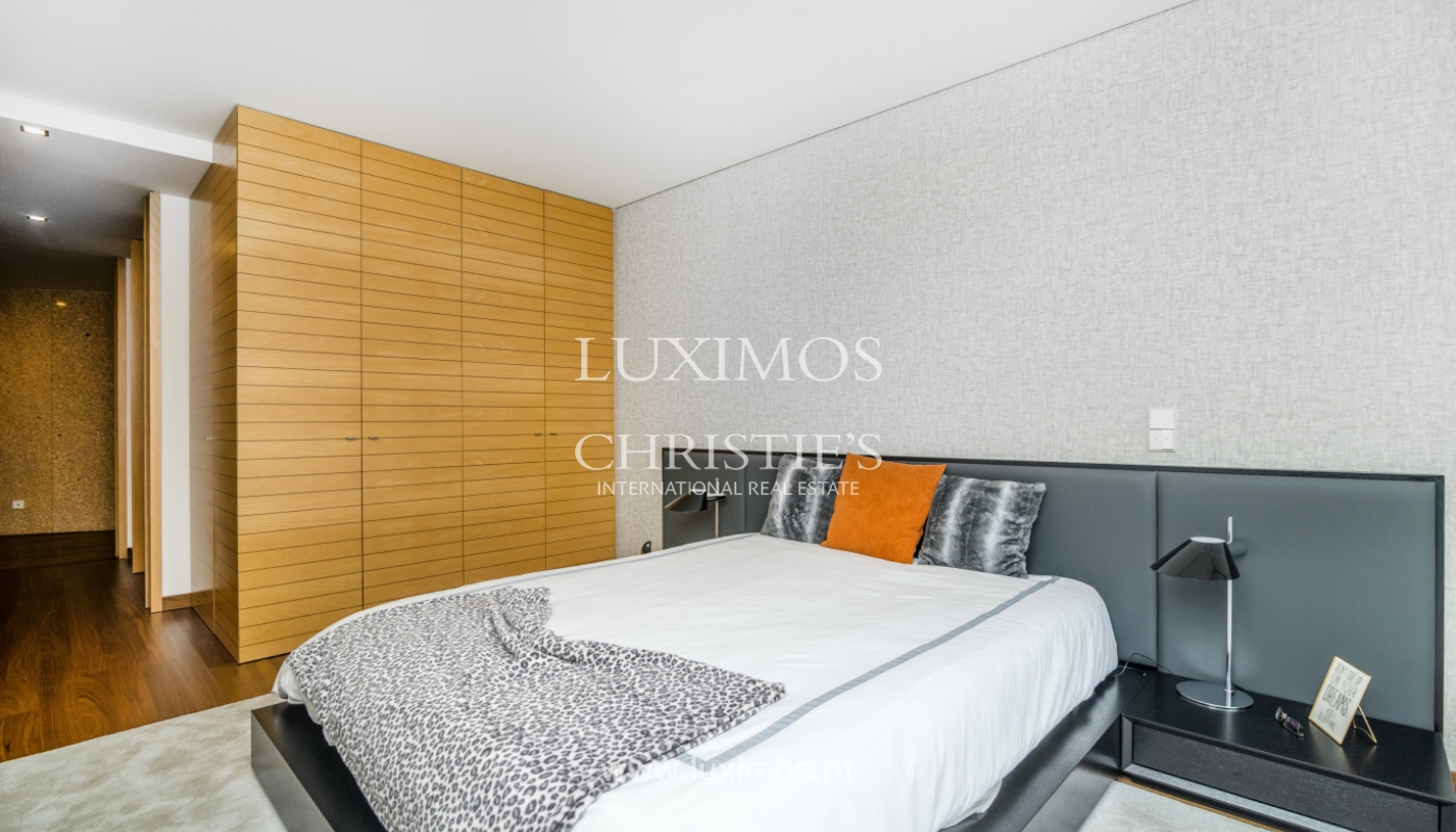 The sale of a luxury apartment with a balcony and a view of the river, the Harbor_104494