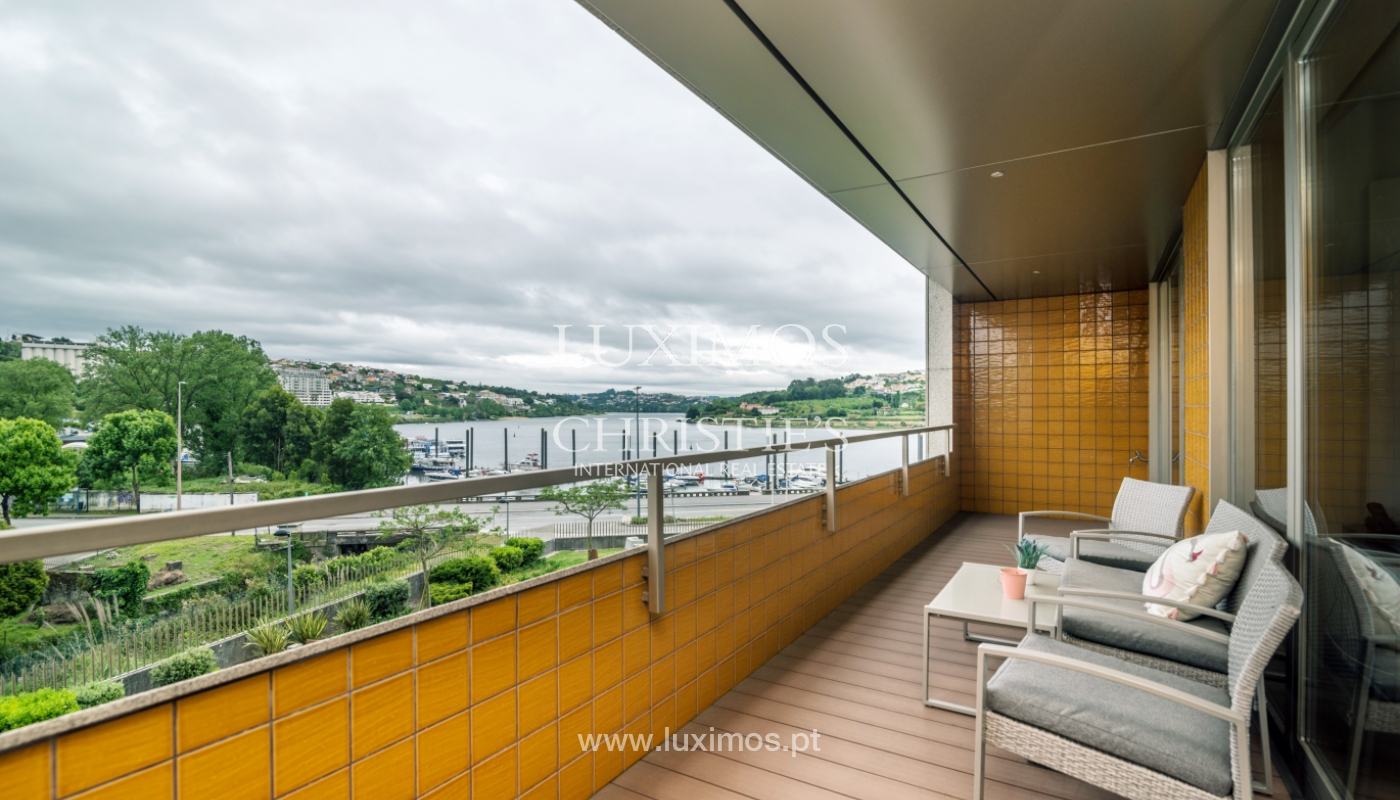 The sale of a luxury apartment with a balcony and a view of the river, the Harbor_104497