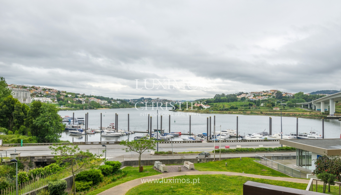 The sale of a luxury apartment with a balcony and a view of the river, the Harbor_104499