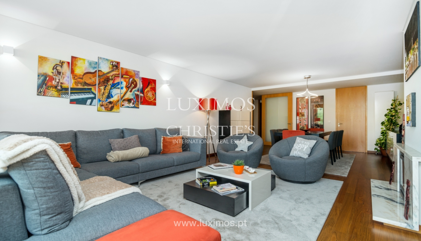 The sale of a luxury apartment with a balcony and a view of the river, the Harbor_104501