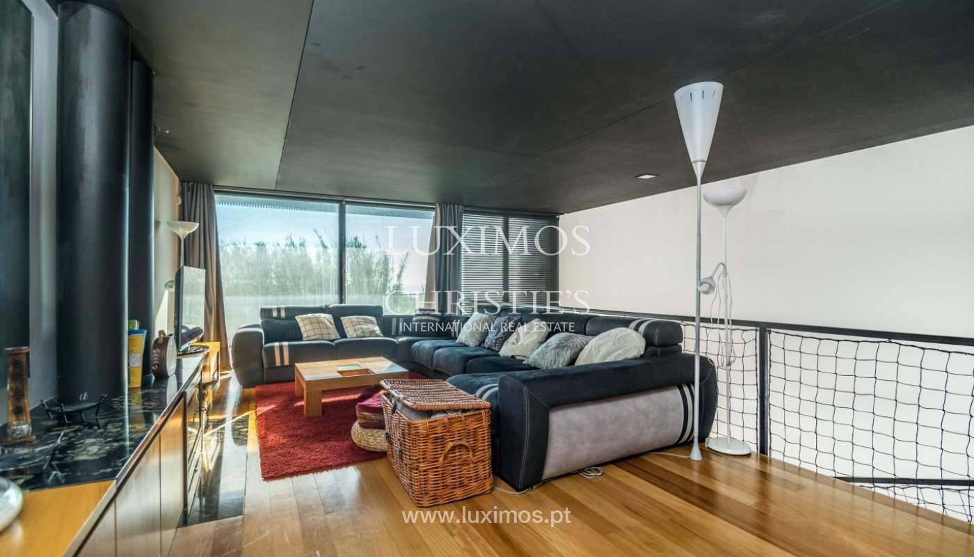 Maison moderne avec jardin, en 1ª ligne de plage, à vendre Lavra, Portugal_104874
