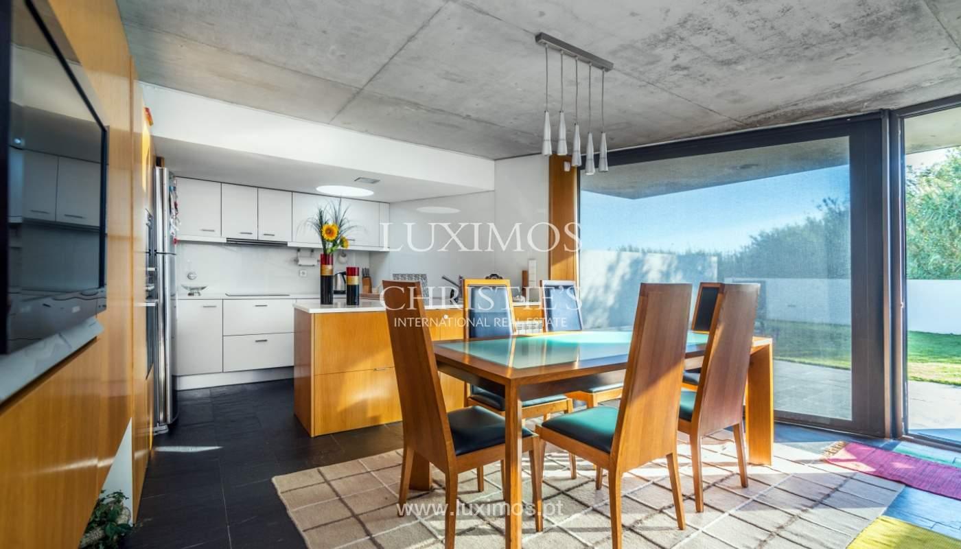 Maison moderne avec jardin, en 1ª ligne de plage, à vendre Lavra, Portugal_104884