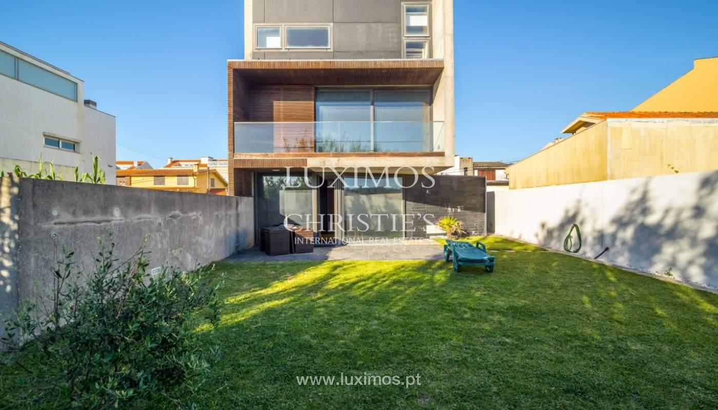 Maison moderne avec jardin, en 1ª ligne de plage, à vendre Lavra, Portugal_104888