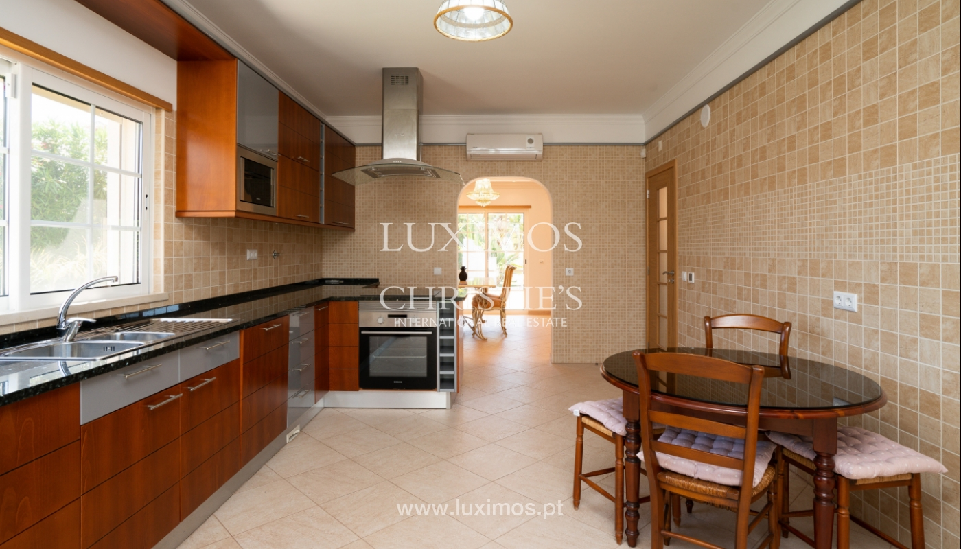 Venta de vivienda con piscina en Quarteira, Algarve, Portugal_105115