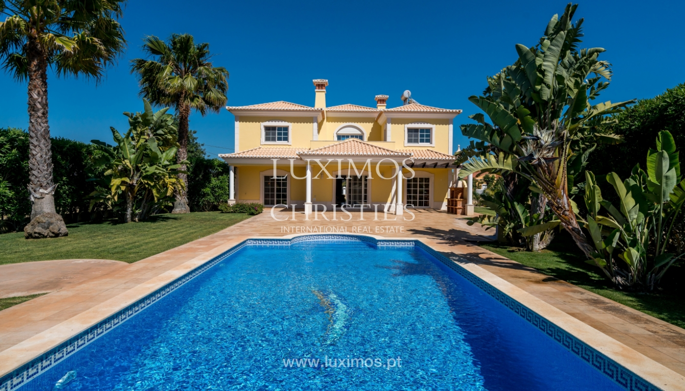 Sale of villa with swimming pool in Quarteira, Algarve, Portugal_105138