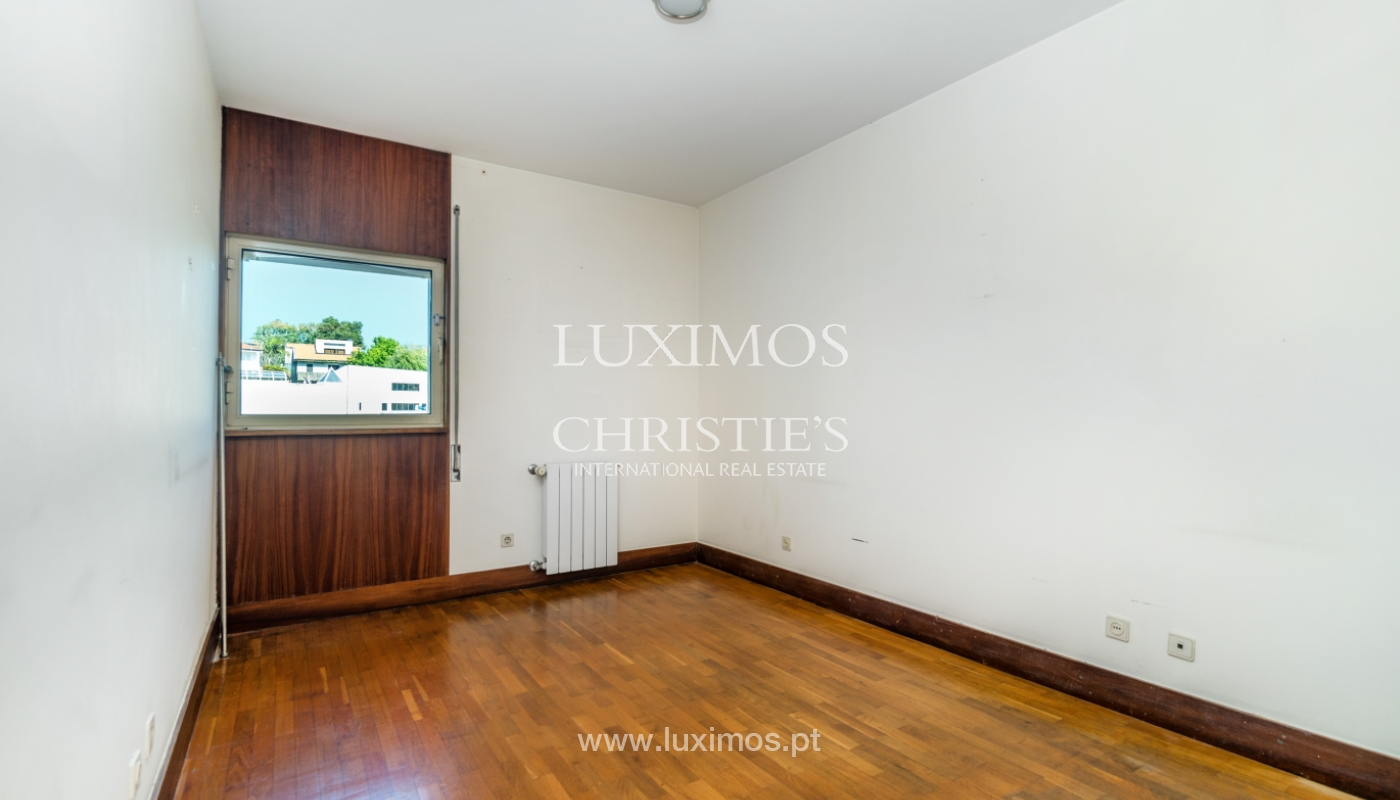 Sale of apartment in a quiet condominium, Senhora da Hora, Portugal_105812