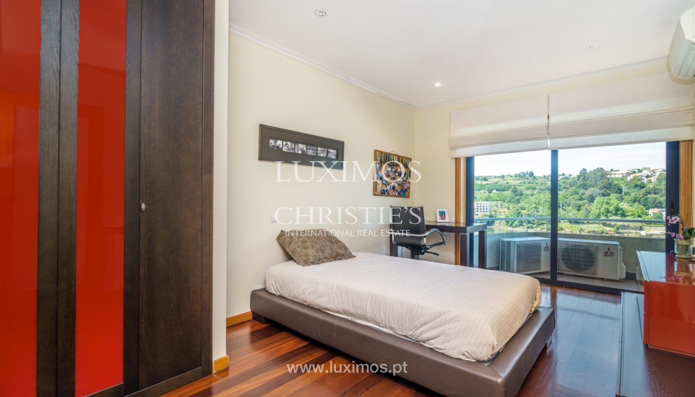 Sale of luxury house w/ pool and river front, Porto, Portugal_105864