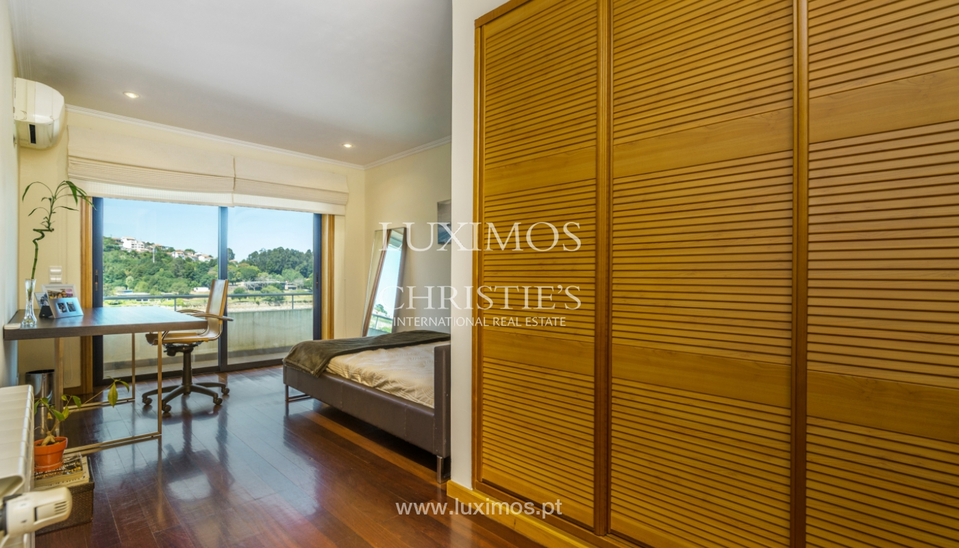 Sale of luxury house w/ pool and river front, Porto, Portugal_105866