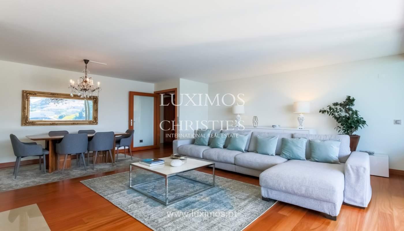 Sale of luxury apartment with river views, private condo, Porto, Portugal_106081