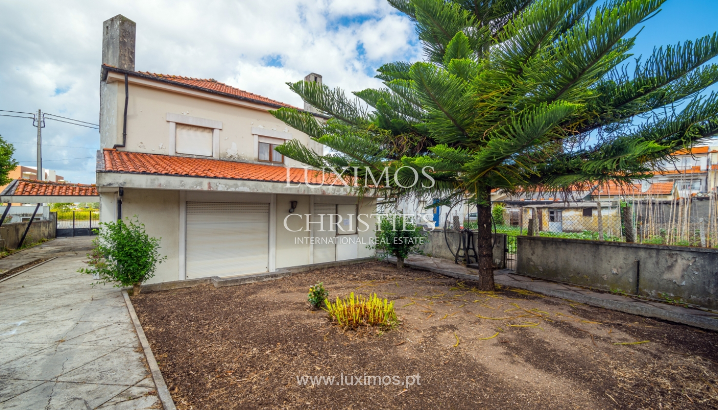 Sale of 4 fronts house with garden, Madalena, V. N. Gaia, Portugal_106233