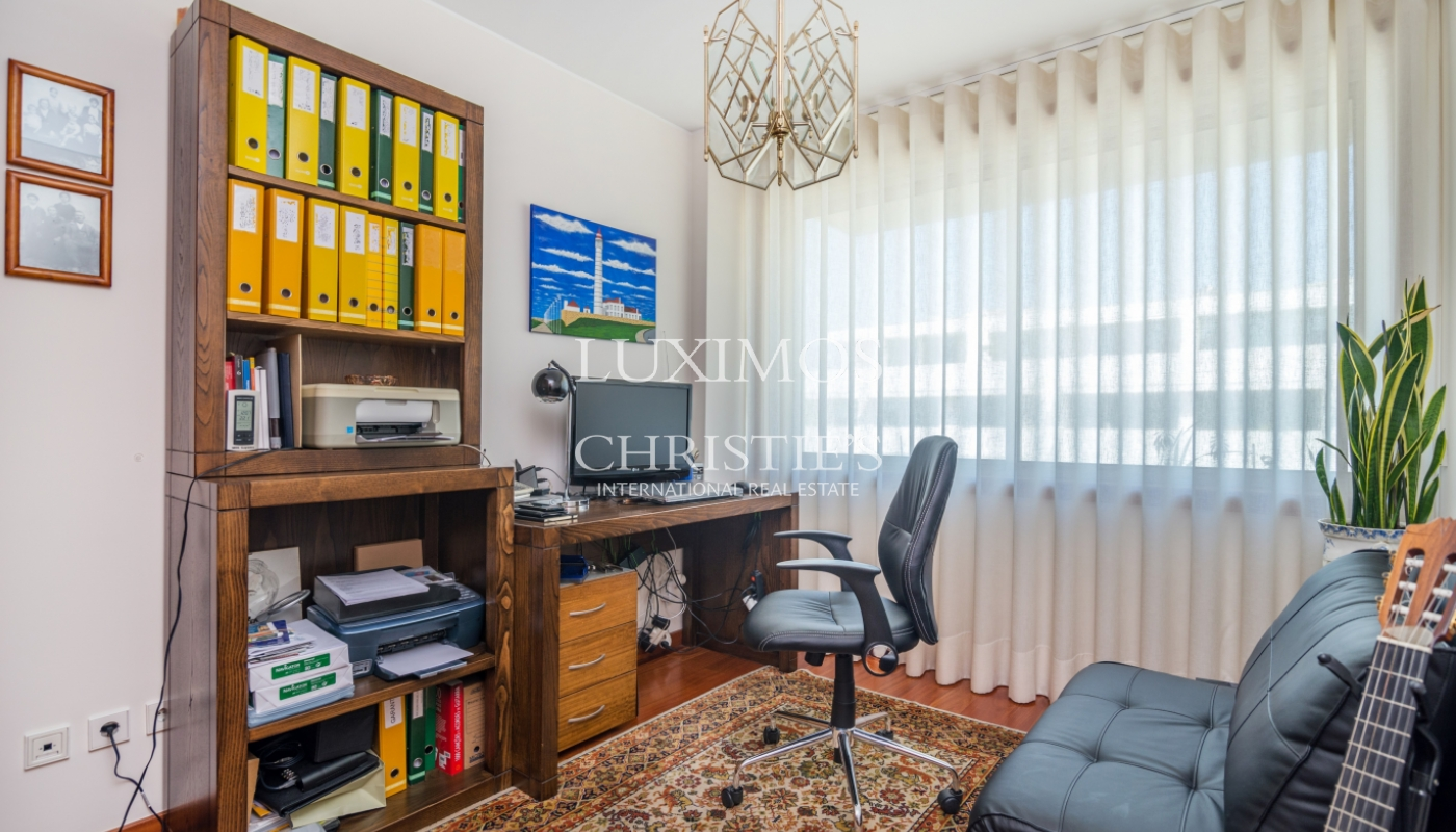 Sale of apartment in the 1st line of the sea, Leça da Palmeira, Portugal_107428