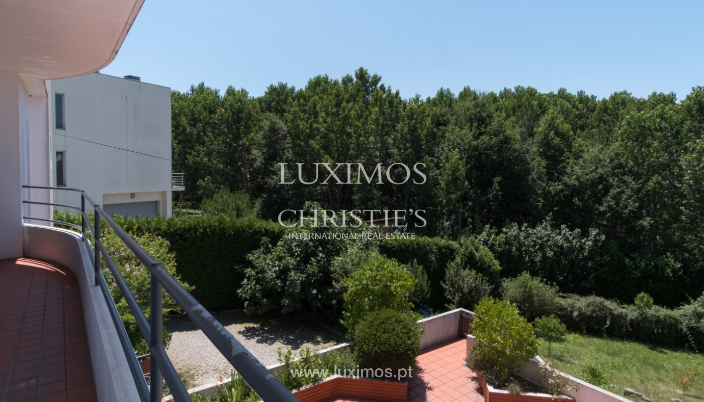 Contemporary house w/ terrace and garden, for sale, Paredes, Portugal_111315