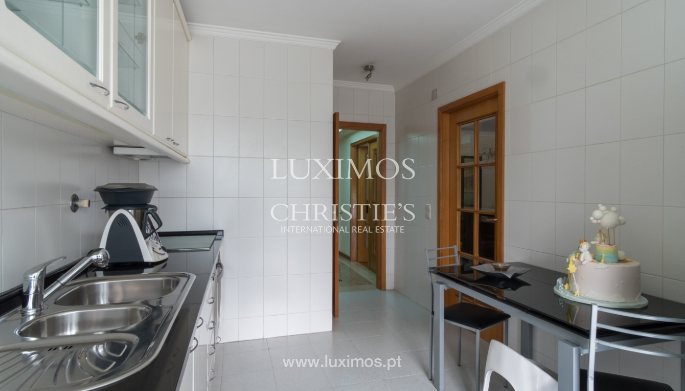 Apartamento con balcón, en una urbanización cerrada, Vila Nova de Gaia, Portugal_111552